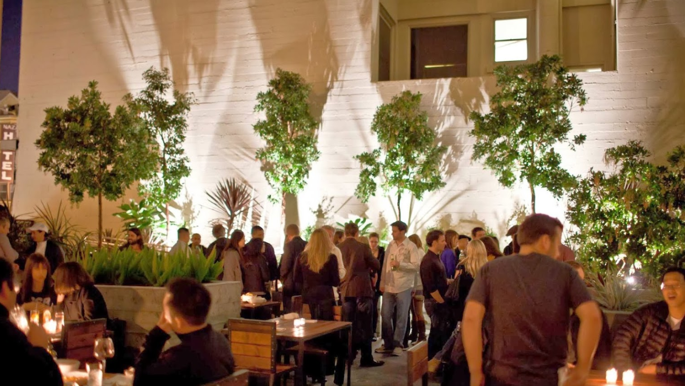 San Francisco Singles Event networking mixer and speed dating venue with event participants, singles mingle